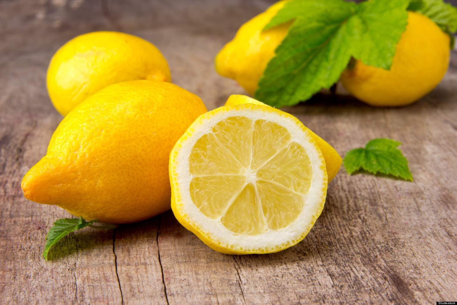 Zábavná hra s citronem